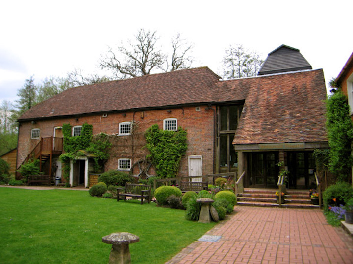 Watermill_Theatre_Front_LB