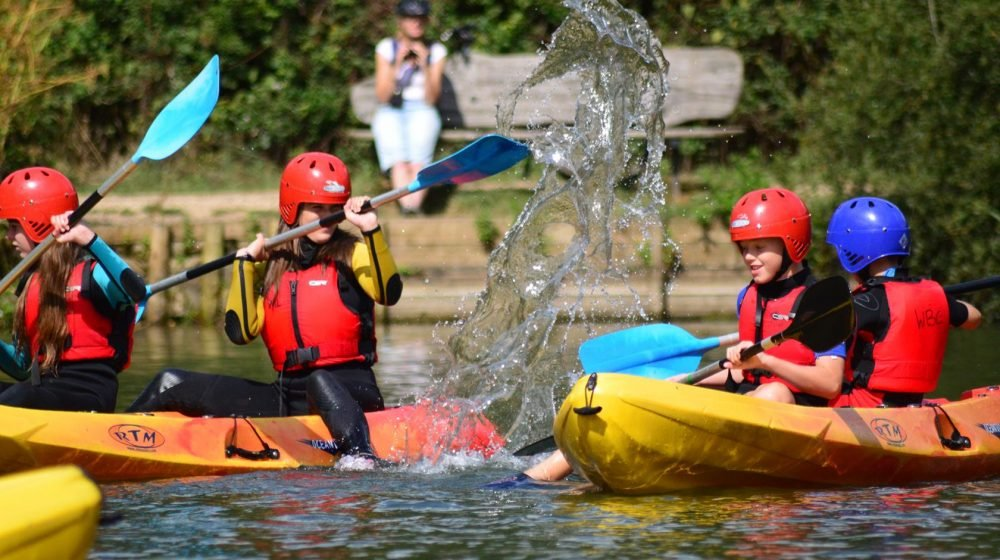 DINTON PASTURES COUNTRY PARK CANoEING ACTUVITY