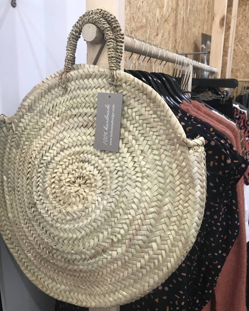 Round wicker bag with short handles