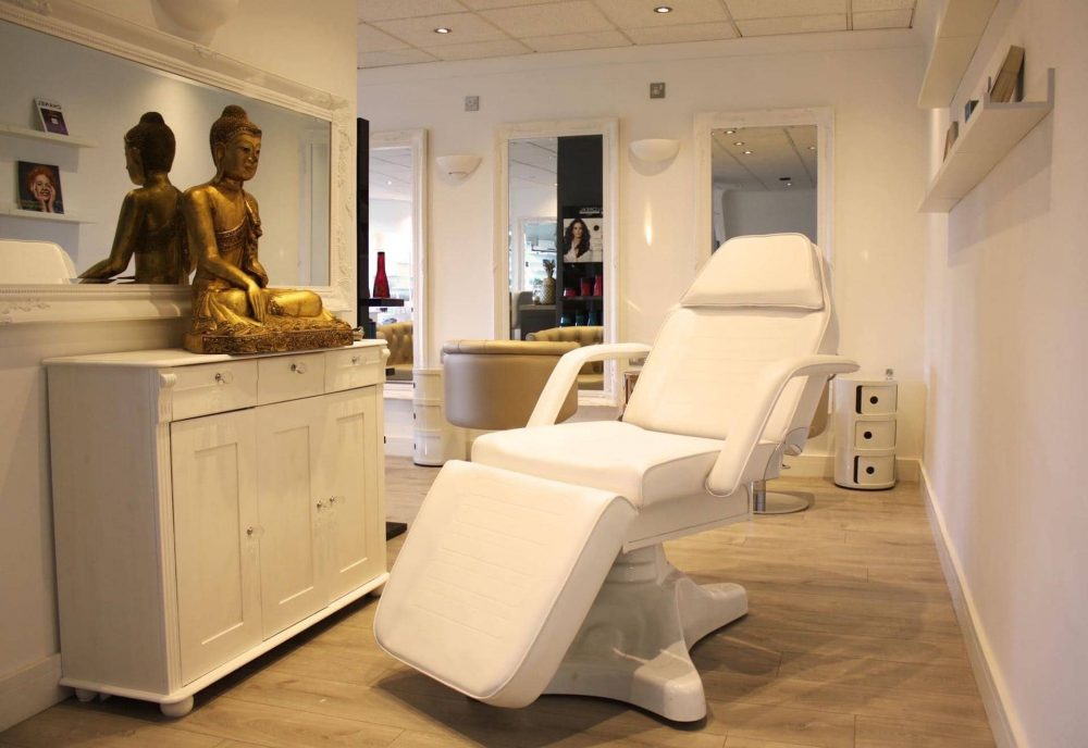 the white leather reclining chair at the luxury hair and beauty salon Honey B in Wokingham