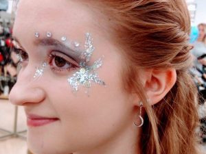 Simple silver party eyes – face paint for grown ups