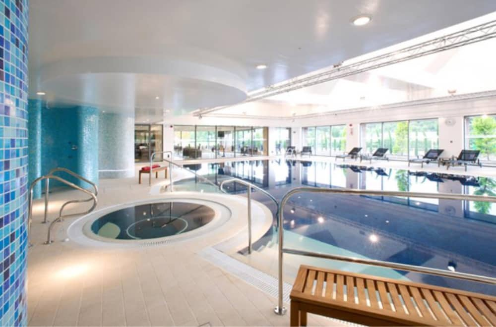 Donnington Valley Hotel and Spa Swimming pool and jacuzzi Newbury Berkshire – Muddy Stilettos