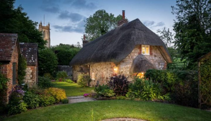 Thatch cottage in pretty wiltshire village