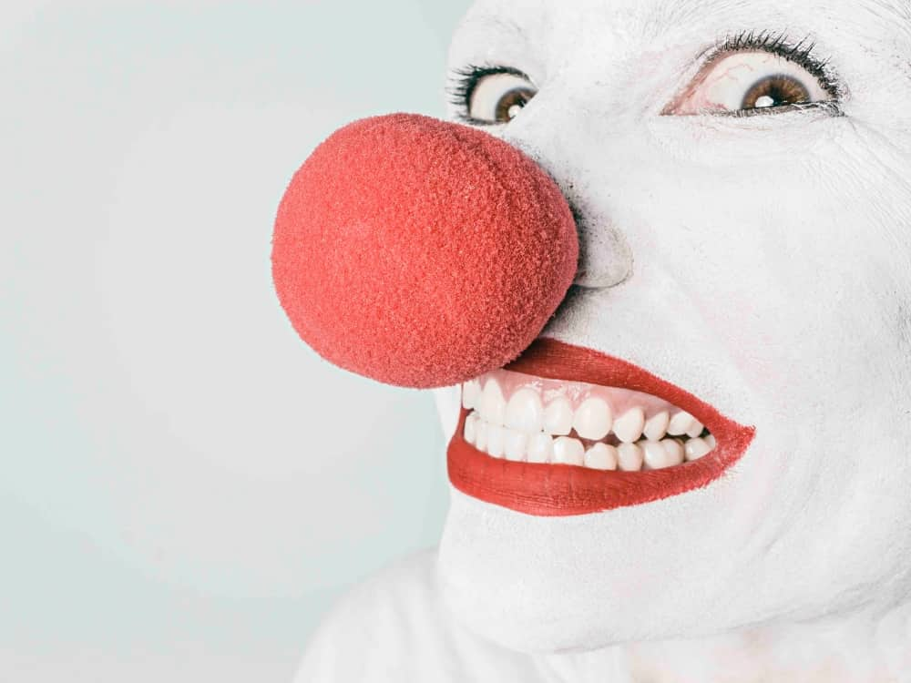 Clown face, red sponge noise, white face red lips