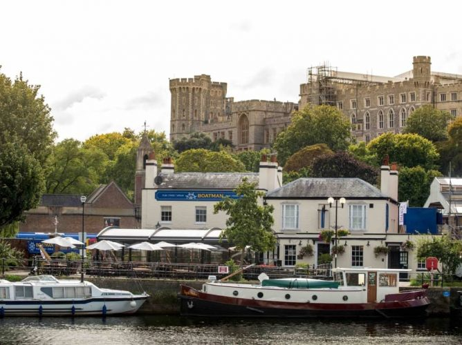 The Boatman windsor's onlt riverside pun in shadow of Windsor Castle by Rover Thames