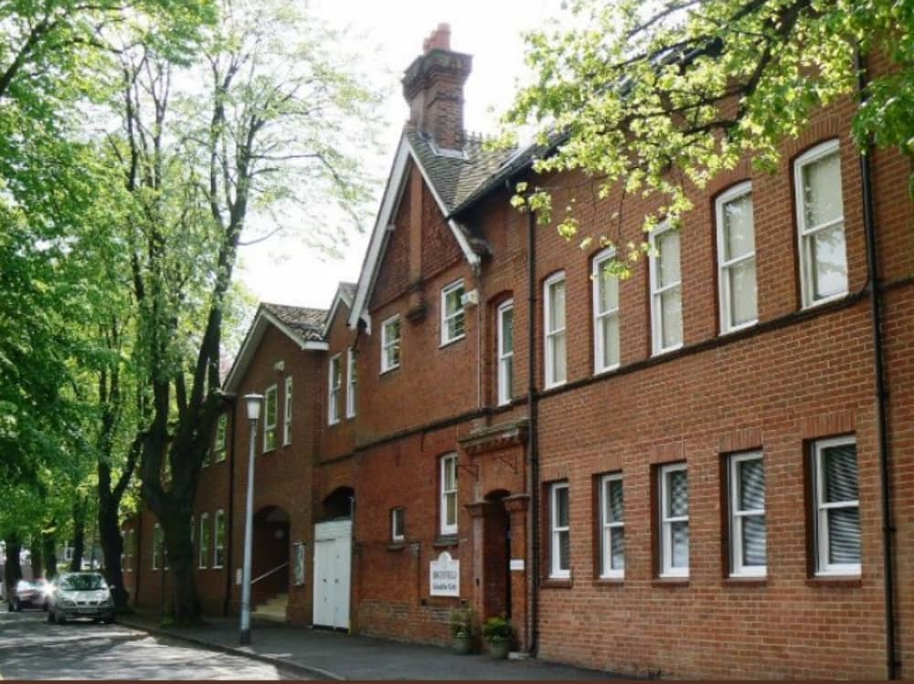Highfield Prep School Maidenhad 100 year old red brick building in town centre