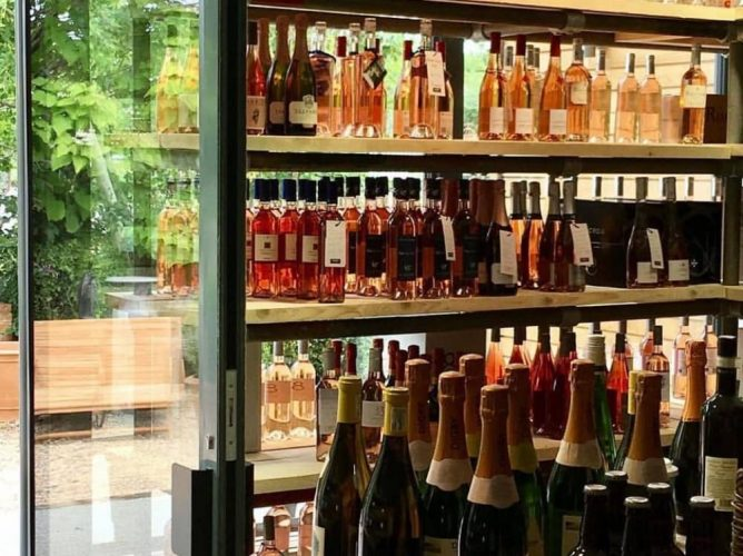 GrapeSmith wine Shop Barrs Yard Hungerford Berskhire shelves of rose and table if champagne