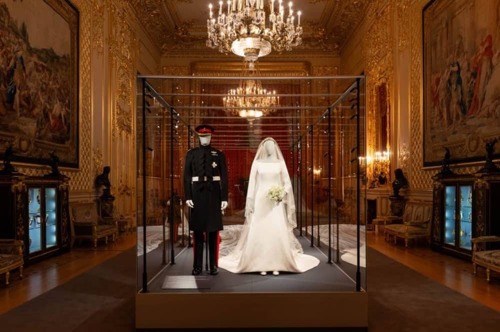 Meghan Merkle wedding dress andPrince Harry's military uniform on display in Windsor Castle