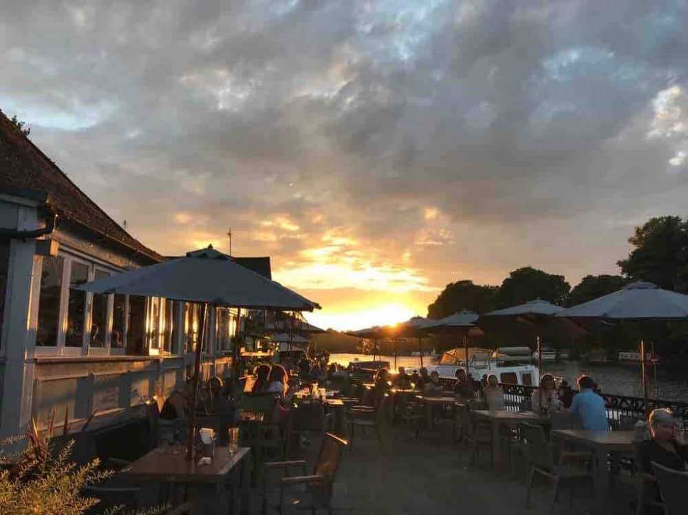 Swan at Pangbourne terrace Sunset river thames riverside pub