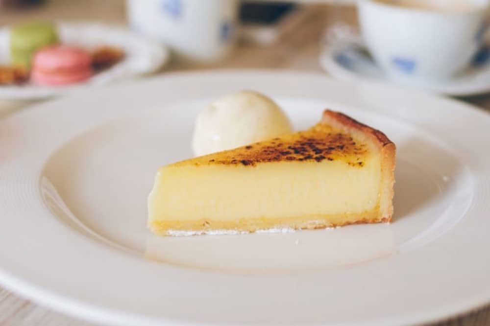 Crown Burchetts Green gastropub lemon tart blow torched top and quenelle of cream