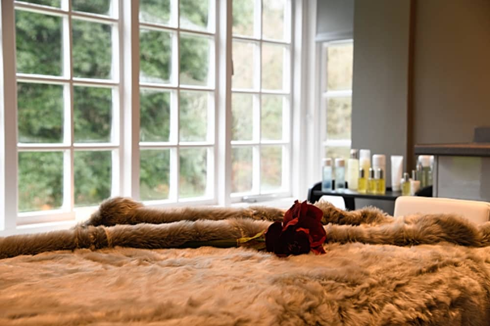 Park Spa Warbrook House faux fur blanket and period window