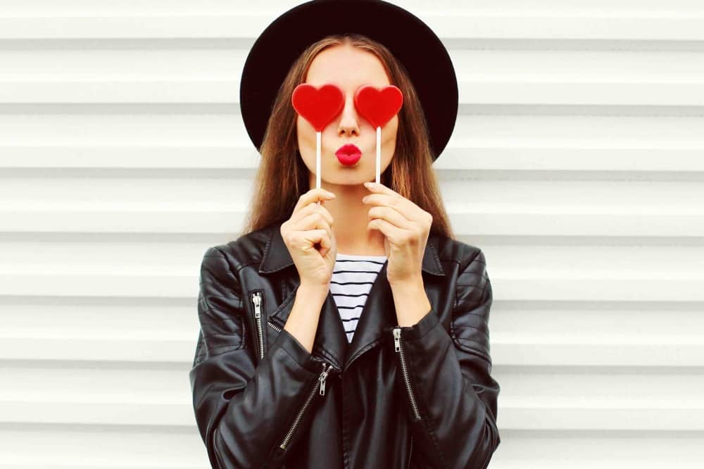 Woman black hat and jackets hearts on eyes