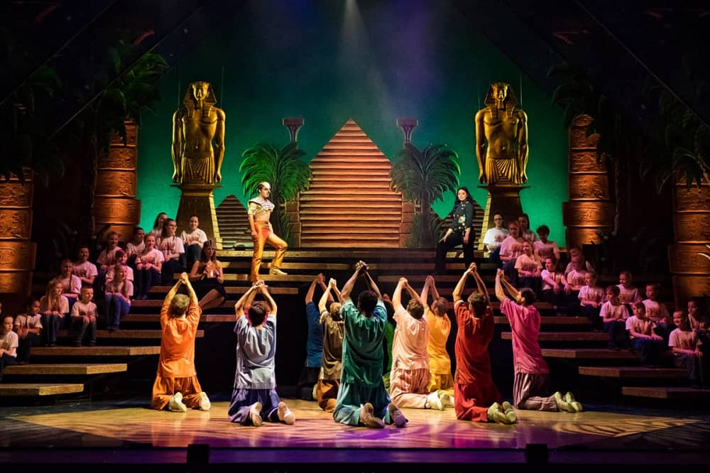 Joseph and the technicolor dreamboat windsor theatre royal brothers pleading to joseph on steps egyptian statues and pyramid set