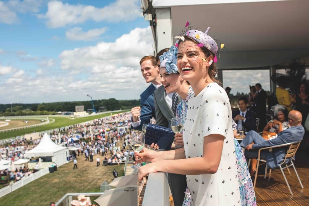 Royal Ascot RACECOURSE WOMEN IN SUMMER DFRESS AND HATS ROYAL ASCOT