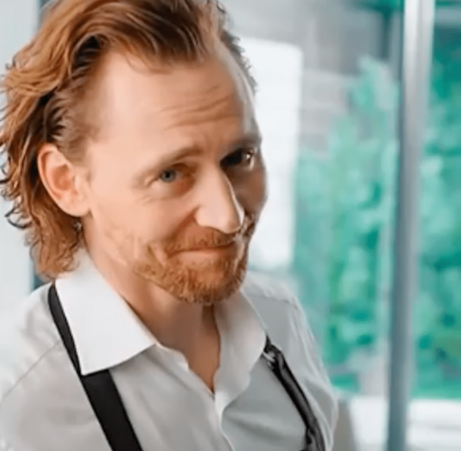 Tom hiddleston britisj actor in whtite shirt apron Centrum ad