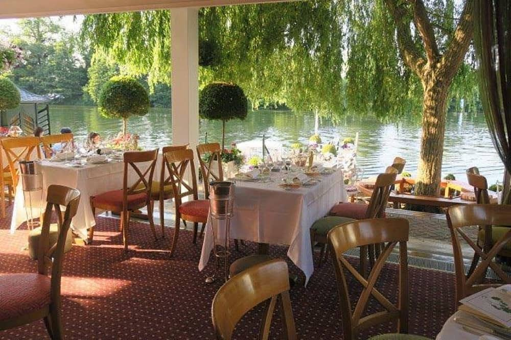 Waterside Inn Restaurant river view from inside tables and chairs white table cloth weeping willow