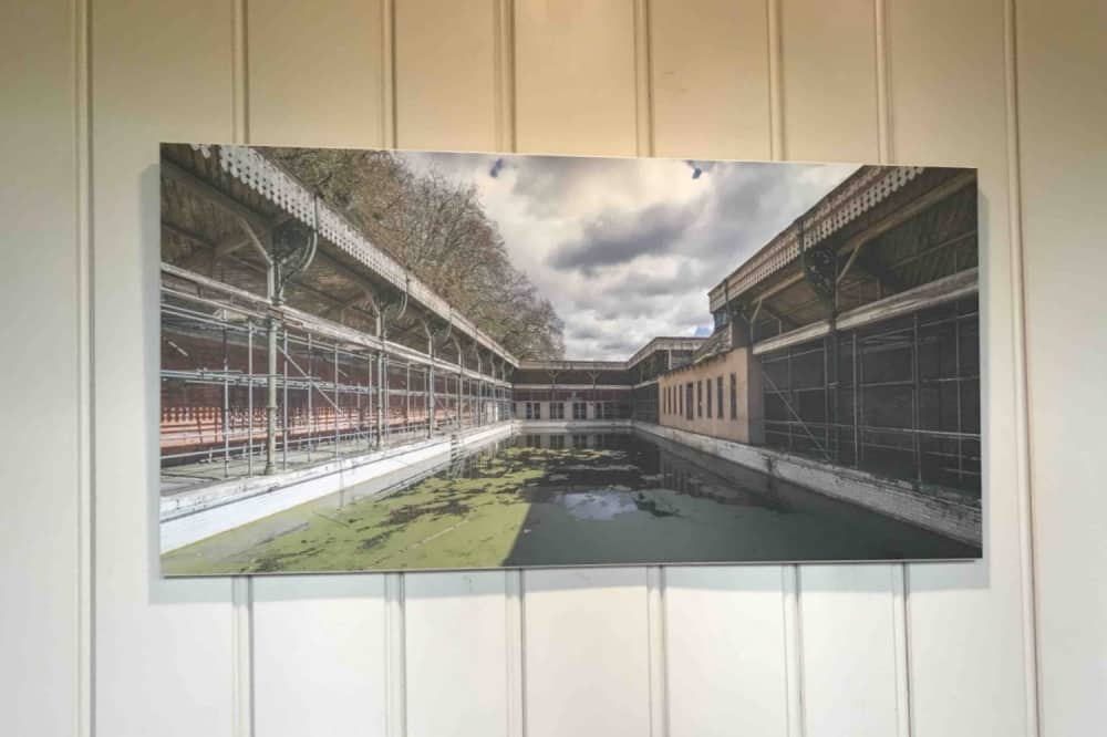 Thames Lido Reading Berkshire image on wall of derelict king's meadow swimming baths