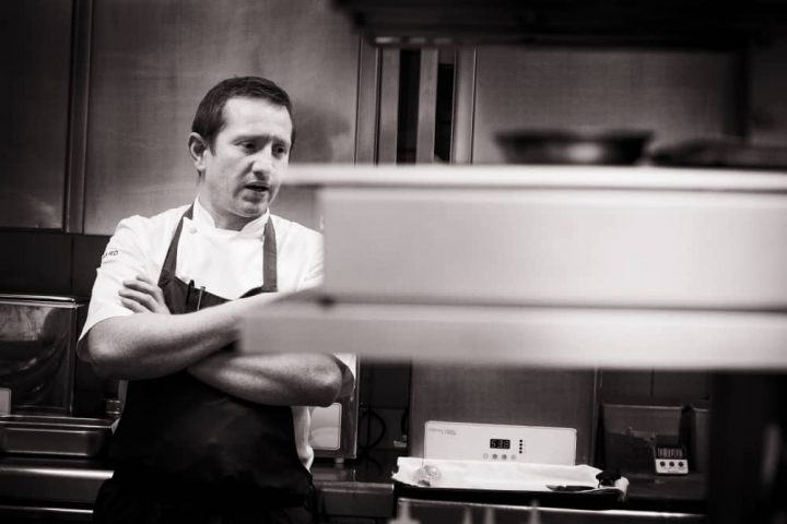L'ortolan Michelin star chef Tom Clarke Reading Berkshire blackc white image in kitchen