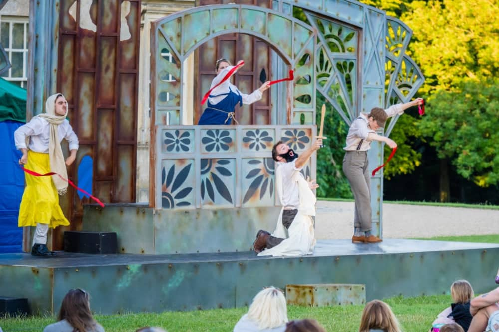 MIDSUMMEER NIGHT'S DREAM IMMERSION THEATRE SHAW HOUSE NEWBURY OUTDOOR STAGE 4 ACTORS