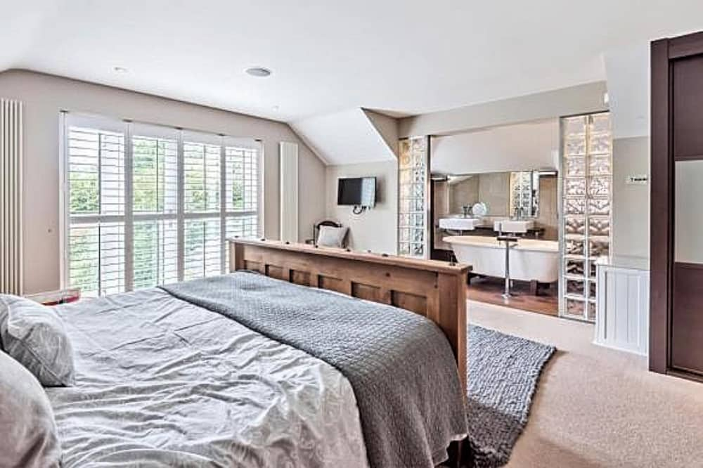 Garden House Hurst Berkshire master bedroom en suite freestanding batyh and juliet balcony