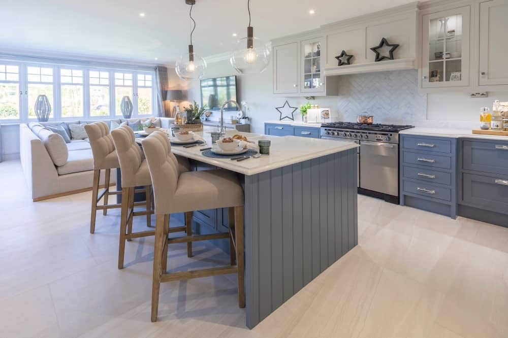 Breedon PLace-Pangbourne-kitchen-living-area THE ALLINGTON slate blue handcrafted kitchen and family room