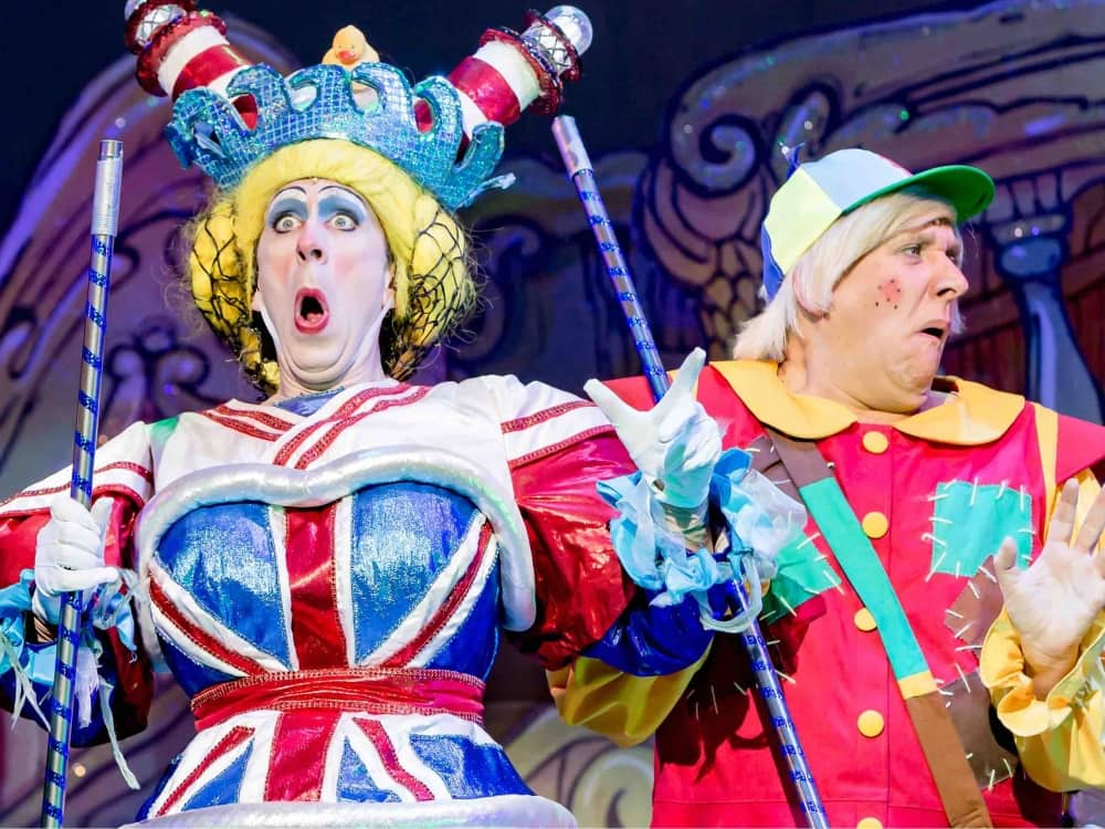 Theatre Royal Windsor Panto 2019 starring panto dame Steven Blakeley and comedy sidekick Kevin Cruise