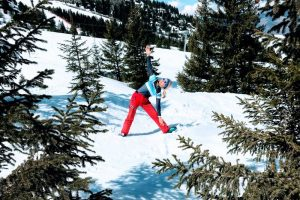 YogaTonic Uk SkiFit woman practicing yoga in ski gear in the snow