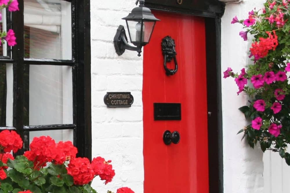 Bray Cottages Christmas Cottage red door black painted windows white washed brick