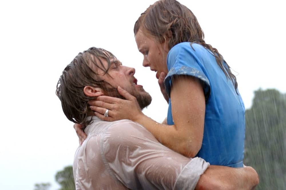 the-notebook film ryan gosling wet shirt holding love interest in his arms