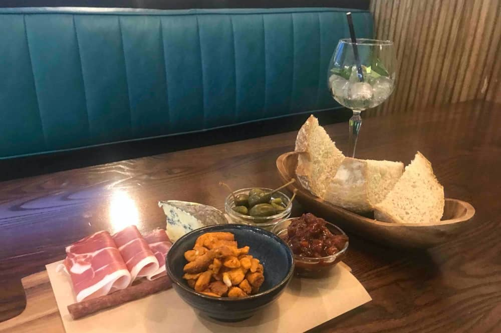 Sit and sip wokingham meat and cheese platter