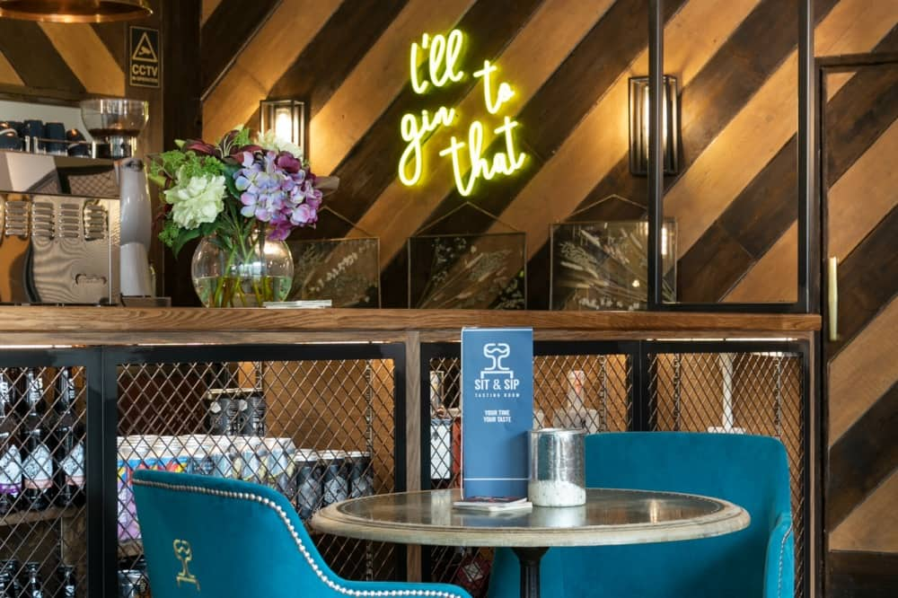 sit and sip wokingham 'I'll gin to that' neon