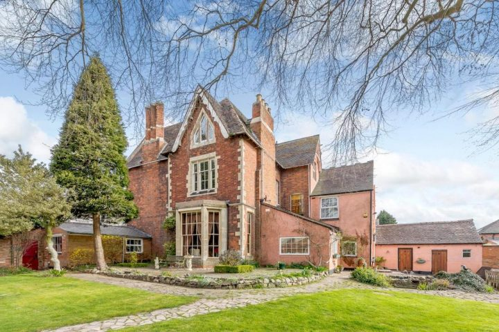 Red brick victorian country house in Leicestershire
