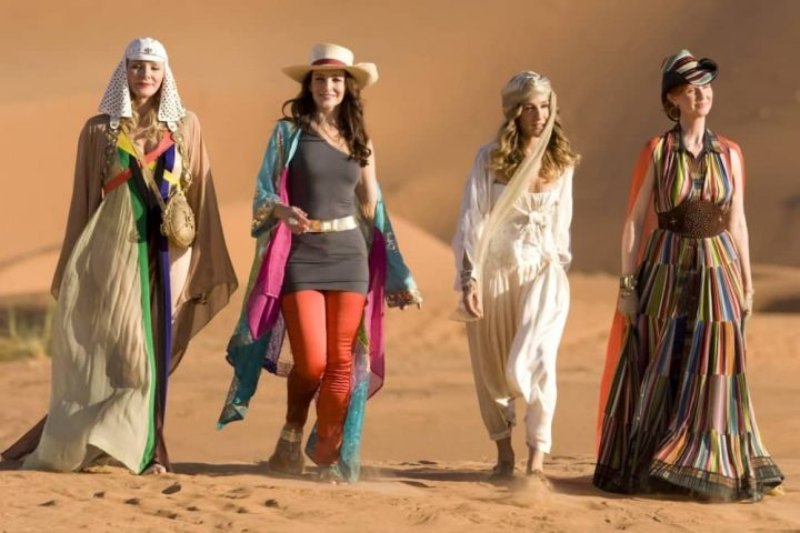 sex-and-the-city-2 four women in kaftans walking in the desert