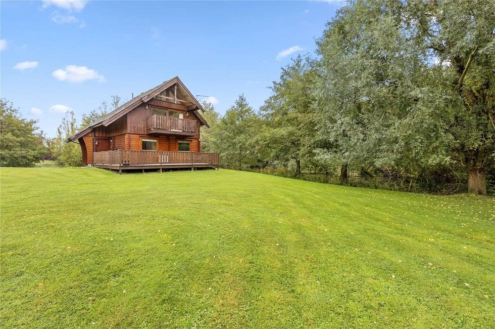 lakeside chalet berkshire