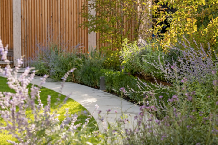 Bowles-and-Wyer-Trends cufved garden with planting and path