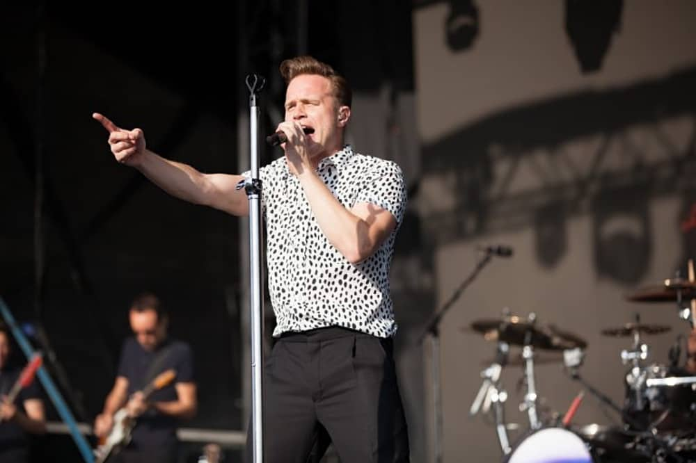Olly murs on stage at Newbury races