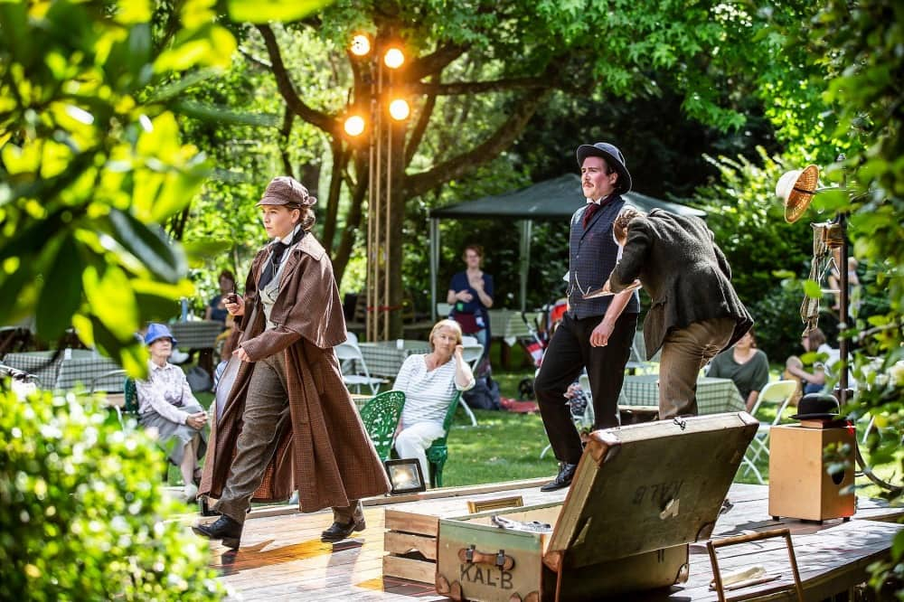 The Hound of the Baskervilles Watermill Theatre_1000x666