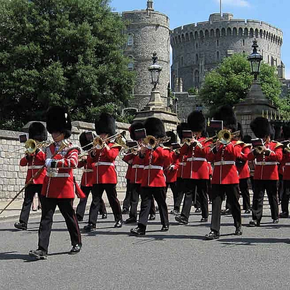 CHANGING OF THE GUARDS WINDSOR