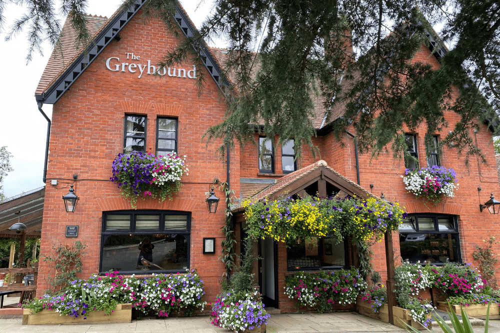 The Greyhound Finchampstead ext
